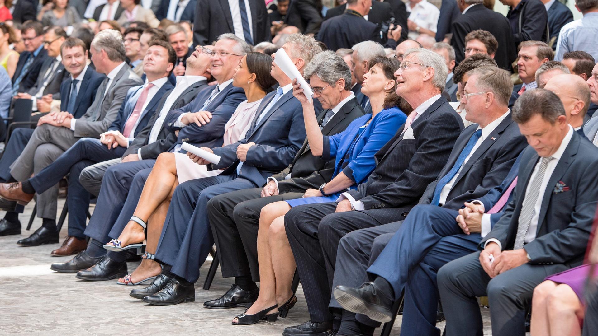 Tradition trifft  Zukunft – Eröffnung Siemens Headquarters